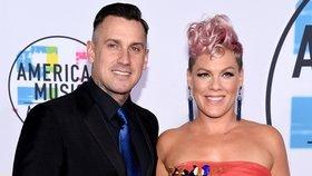 Krize v manželství zpěvačky Pink: Jediný důvod, proč jsou s manželem ještě spolu?!