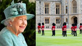 Opožděná oslava narozenin královny Alžběty II. (94): Na ceremonii zazářila!