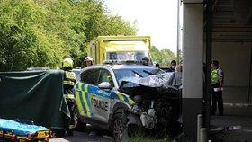Sešrotované policejní auto! Muži zákona se na Zličíně srazili s osobákem, čtyři zranění
