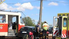 Totálně ucpaný Městský okruh: U Trojského mostu se srazila tramvaj s autem
