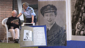 Deník válečné veteránky se válel na zemi v supermarketu: Po 77 letech se vrátil k rodině majitelky