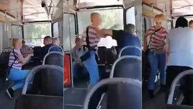 Drsné video: Muž uhodil mladou průvodčí! Přítomné ženy ho za to zmlátily