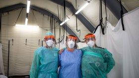 Koronavirus ONLINE: Obce čeká zpráva o nakažených. A Čechům hrozí karanténa i jinde v Evropě