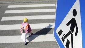 Dvě malé děti srazila na přechodu v Ústí nad Labem mladá žena