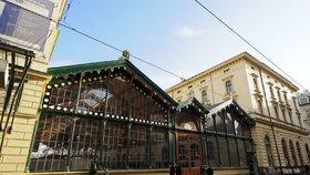 Před Masarykovým nádražím našli podezřelý předmět: Na hodinu uzavřeli ulici