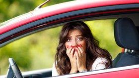 Ženy, znáte kontrolky na palubní desce svého auta?