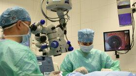 První laserová operace šedého zákalu u nás: Trvá pár vteřin!