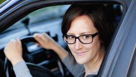 Tři čeští řidiči ze sta jezdí poslepu, odhalil průzkum optiků