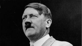 Hitler měl deformovaný mikropenis, tvrdí historici. A k tomu jenom jedno varle
