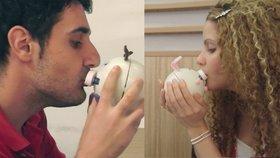 Vztah na dálku už není problém: Vědec vynalezl stroj na líbání!