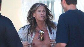 """""""Striptér"""" Steven Tyler se svlékal na ulici"""
