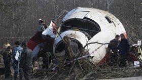 Při letecké tragédii u Smolenska zemřelo 96 lidí: Obvinění Rusů i prezidenta EU