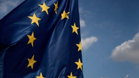 Češi jsou k Bruselu skeptičtější, v budoucnost Evropské unie nevěří téměř půlka z nich