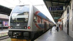 Na nádraží v Mariánských Lázních přejel vlak muže na kolejích: Šlo nejspíš o sebevraždu