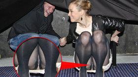 Zákaz dřepů v sukni! Manželka Pavla Lišky ukázala kalhotky!