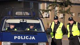 """Polskou policii zasáhl """"virus psí chřipky"""". Policisté protestují proti nízkým platům"""