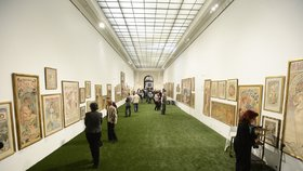 Alfons Mucha se vrací do Obecního domu: Lendlova sbírka plakátů tentokrát i ožije