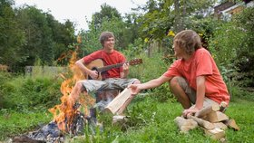 Nepodpalte les! 7 rad pro bezpečný táborák