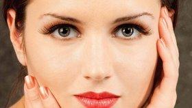 10 signálů, že vaše kůže volá o pomoc: Co znamenají popraskané rty a kruhy pod očima?
