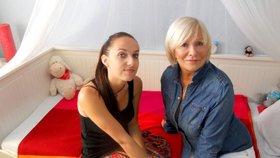 Dívka z Hlasu žila v děcáku: Adoptovala ji známá herečka!
