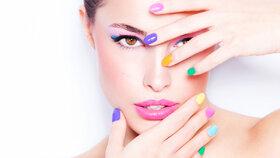 Co na vás práskne barva laku na vašich nehtech?
