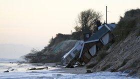 Evropu ničí orkán Xaver: Vesnice zmizela v moři