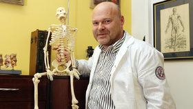 Na nový koronavirus si zvykneme, říká lékař Pavel Kolář