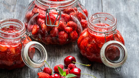 Sezona šťavnatých jahod je tu: Zavařte si je!