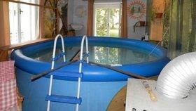 Venkovní bazén v obýváku! Takovou parádičku nemá ani Škromach..