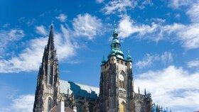 Betlémské světlo je v Praze: Ve sv. Vítu ho převzal kardinál Duka