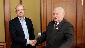 Člověk naděje Lech Walesa ve Varech: Po mši se setkal s premiérem Sobotkou