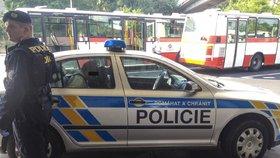 Řidič autobusu se zastal cestujícího, dva muži ho proto zbili