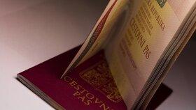 Cestovní doklady nyní pořídíte v Plzni bez front: Úředníci radí nečekat na léto