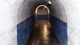 V tunelu metra, ve Strahovském tunelu a dalších úkrytech: Kde a kolik Pražanů by se před válkou schovalo?