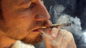 """Milovníci marihuany slaví. """"Jointa"""" si v Kanadě dají od září bez omezení"""