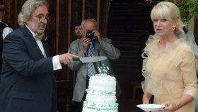 Hraběnka Karasová o svatbě: Bylo by trapný, kdyby umřel svobodný