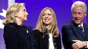 Bill a Hillary Clintonovi se radují z miminka: Dceři Chelsea se narodil syn Aidan