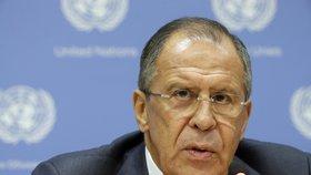 """Moskva kritizuje státní převraty. V OSN navrhuje izolaci """"špatných"""" zemí"""
