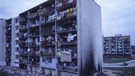 Matka upustila dceru Andreu (3) z balkonu na beton. Drama na sídlišti Luník IX