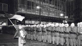 Praha 6 sbírá rok 1989: Chystá velkolepou výstavu fotografií