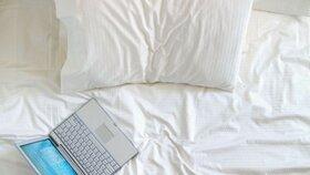 Buďte opatrní! Dětský pokoj shořel kvůli notebooku položenému na posteli!
