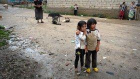 Do kroužků chtějí chodit i chudé děti. Co všechno jim kromě peněz brání?