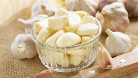 Nejíte česnek kvůli žlučníku?Vysaďte si odrůdu, která má říz a neškodí
