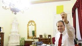 Exministr Chládek zvedá kotvy: Z fotbalové asociace míří do soukromé sféry