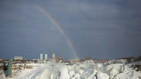 V USA udeřily kruté mrazy: Zamrzly i Niagarské vodopády!