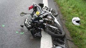 Motocyklistka narazila do kamionu: Na místě zemřela!