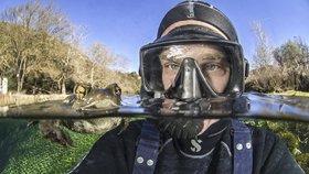 Selfie francouzského potápěče: Neohlížej se, za tebou je ŽABOŽROUT!