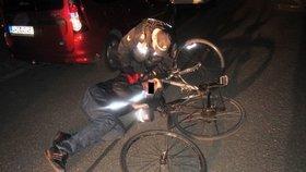 Opilec se řítil po chodníku na kole: Strážníka, který ho pokutoval, vyzval na souboj