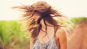 Chcete mít na léto krásné vlasy? Přestaňte dělat těchto 5 chyb!