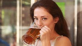 Dejte si pivo a klíšťata na vás nepůjdou: Skutečně pomáhá vitamin B?